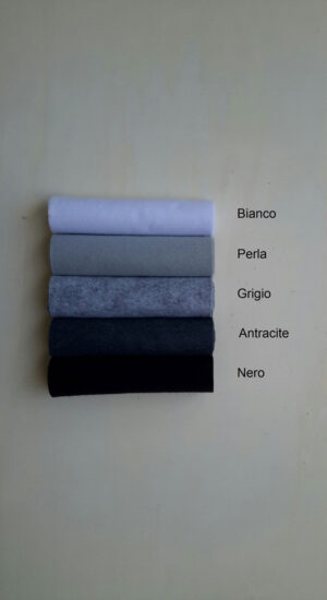 Pannolana nella gamma dal bianco al nero - Cose di Laura creatività in feltro