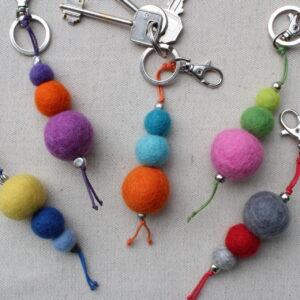 Portachiave palline di lana cardata - Cose di Laura creatività in feltro