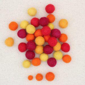 Mix palline feltro giallo, zucca, arancio, rosso e bordeaux - Cose di Laura creatività in feltro