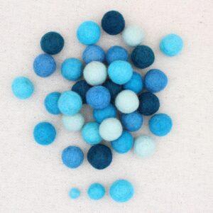Mix palline feltro ghiaccio, turchese, avio, turchese scuro e oceano - Cose di Laura creatività in feltro