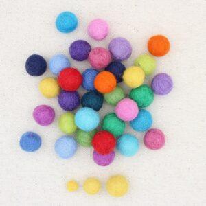 Mix palline feltro colori arcobaleno - Cose di Laura creatività in feltro