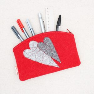 Astuccio portapenne o portatutto rosso con cuori - Cose di Laura creatività in feltro