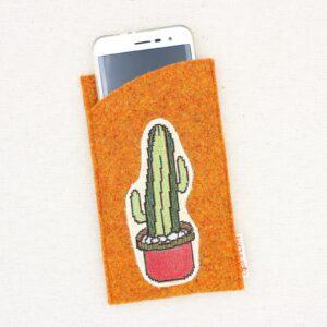 Custodia portacellulare in feltro con cactus di stoffa gobelin applicato - Cose di Laura creatività in feltro