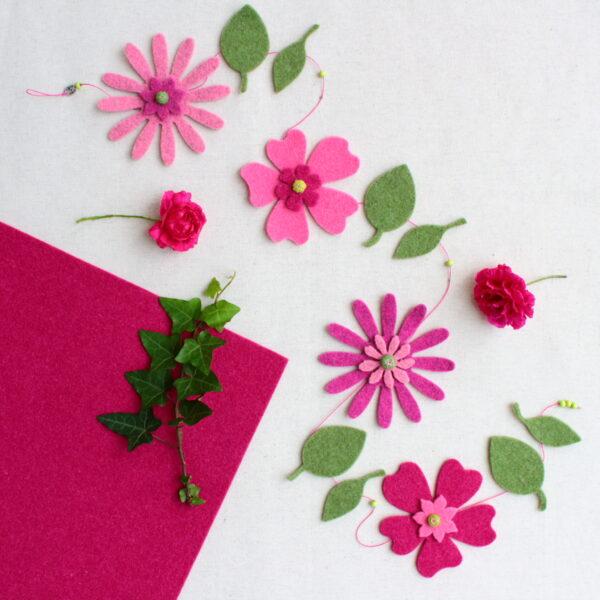 Ghirlanda primevarile con fiori rosa e foglie - Cose di Laura creatività in feltro