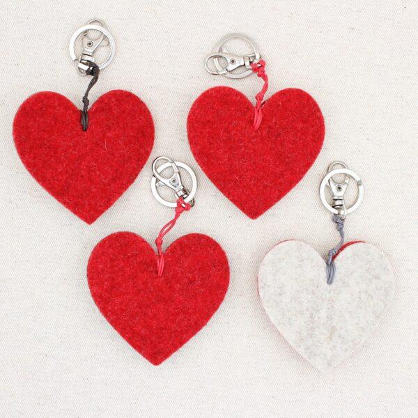 Retro portachiavi cuore con stella alpina - Cose di Laura creatività in feltro