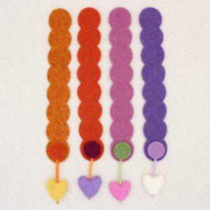 Segnalibro striscia in feltro con pendente a cuore - Cose di Laura creatività in feltro