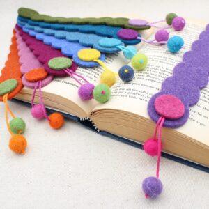 Segnalibro striscia in feltro con pendente a palline - Cose di Laura creatività in feltro