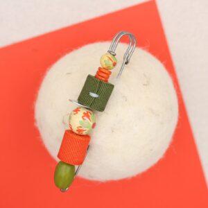Spillone in sfere di legno e rotolini di gro - Cose di Laura creatività in feltro