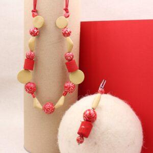 Parure collana e spillone in sfere di legno e rotolini di gro - Cose di Laura creatività in feltro