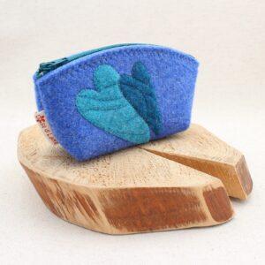 Pochette azzurra con cuori - Cose di Laura creatività in feltro
