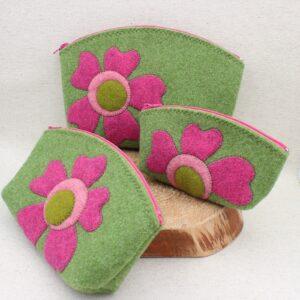 Pochette verde con fiore rosa - Cose di Laura creatività in feltro