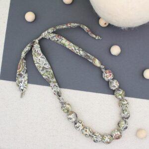 Collana in perle di legno rivestite con tubolare di stoffa - Cose di Laura creatività in feltro