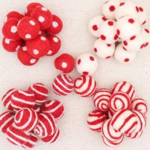 Palline lana cardata rosse e panna a pois o righe - Cose di Laura creatività in feltro