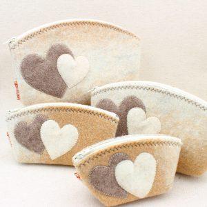 Pochette in feltro cammello melange con cuori - Cose di Laura creatività in feltro