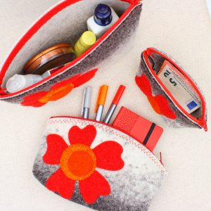 Pochette in feltro grigio melange con fiore - Cose di Laura creatività in feltro