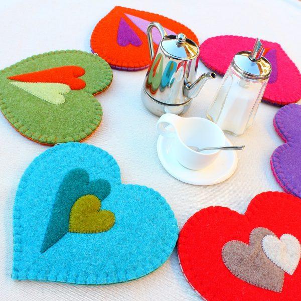Sotto pentola a cuore in feltro con decorazione a cuore - Cose di Laura creatività in feltro