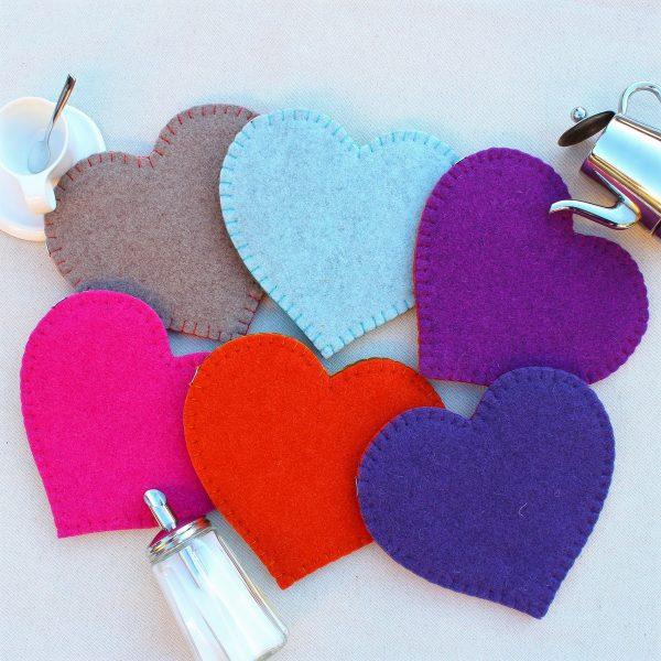 Sotto pentola a cuore in feltro con decorazione a cuore (retro) - Cose di Laura creatività in feltro