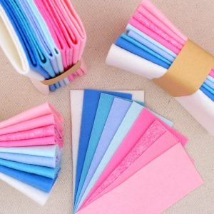 Mix 9 colori di panno lana in tagli 30x30 cm, tonalità celeste, rosa e panna - Cose di Laura creatività in feltro