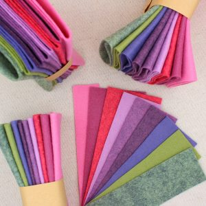Mix 9 colori di panno lana in tagli 30x30 cm, tonalità ortensia, lavanda e verde - Cose di Laura creatività in feltro