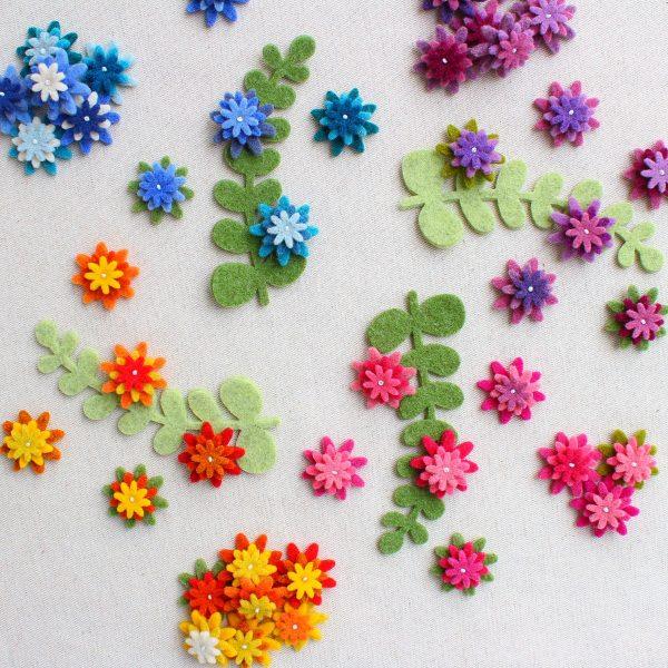 Fiorellini in feltro sovrapposti e cuciti - Cose di Laura creatività in feltro