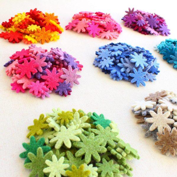 Mix fiorellini in feltro assortiti in 3 misure e varie sfumature di colore - Cose di Laura creatività in feltro