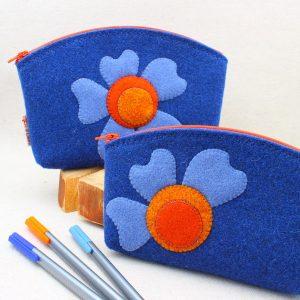 Pochette blu con fiore - Cose di Laura creatività in feltro